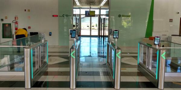 A sede do SICREDI fica ainda mais segura com controles de acesso de última geração Digicon.