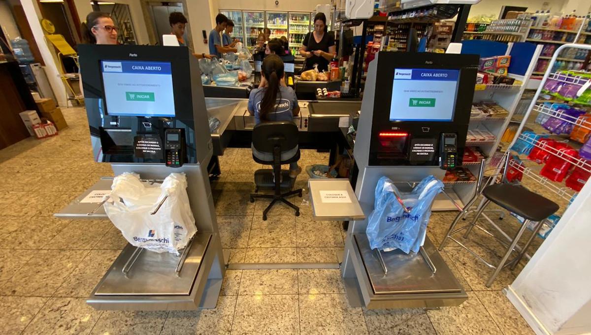 Supermercado Bergamaschi investe em tecnologia e moderniza o atendimento com self-checkouts.